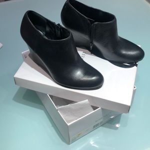 Nine West black ankle booties 7.5 NWT never worn